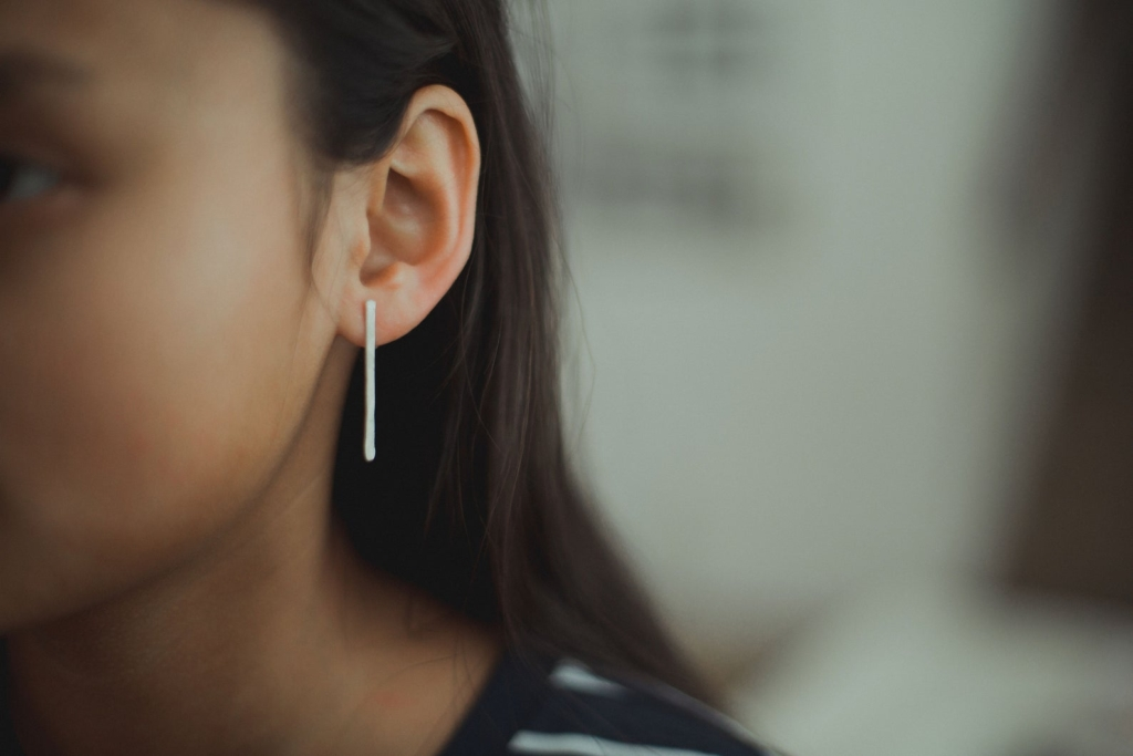 the illustrationist silver line earring