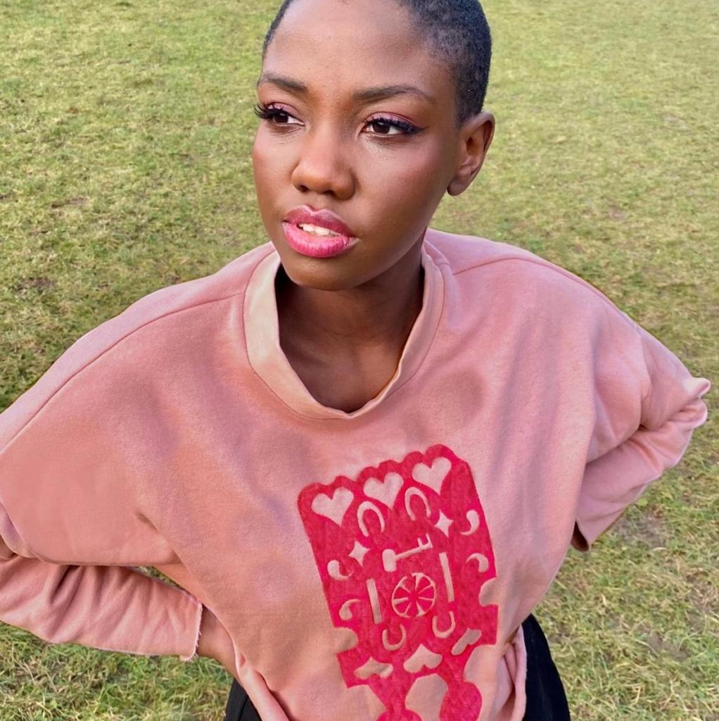Sweatshirt by Elin